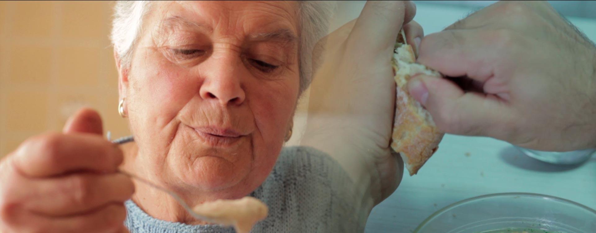 mujer comiendo para corto estereoscopía